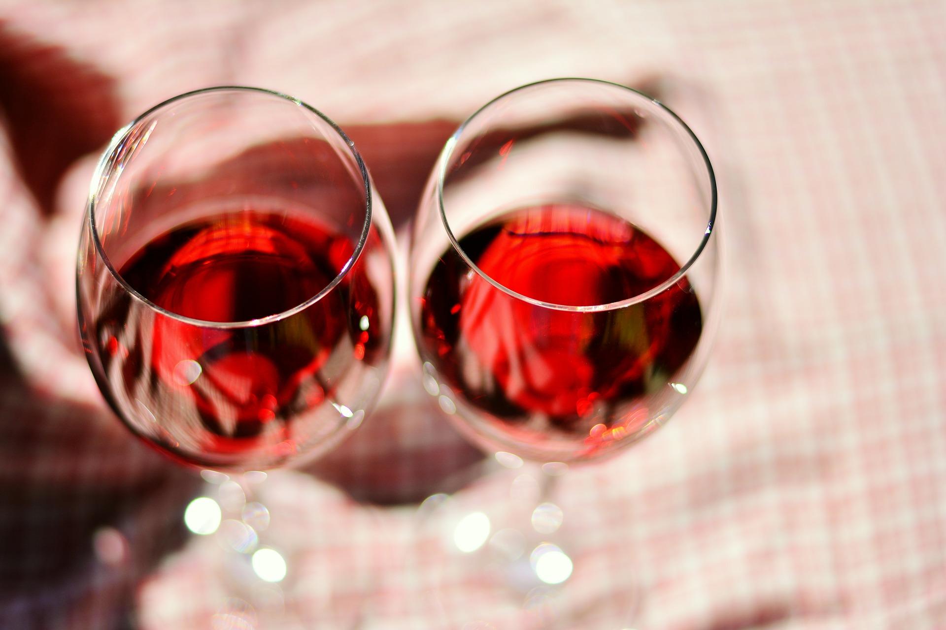 wine-glasses-2403116_1920
